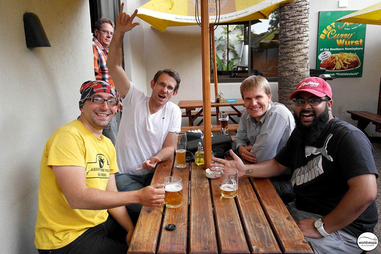Ashir και Ruan (οι couchserfers που με φιλοξενούσαν) και στη μέση άλλος ένας c-surfer που επίσης φιλοξενούσαν