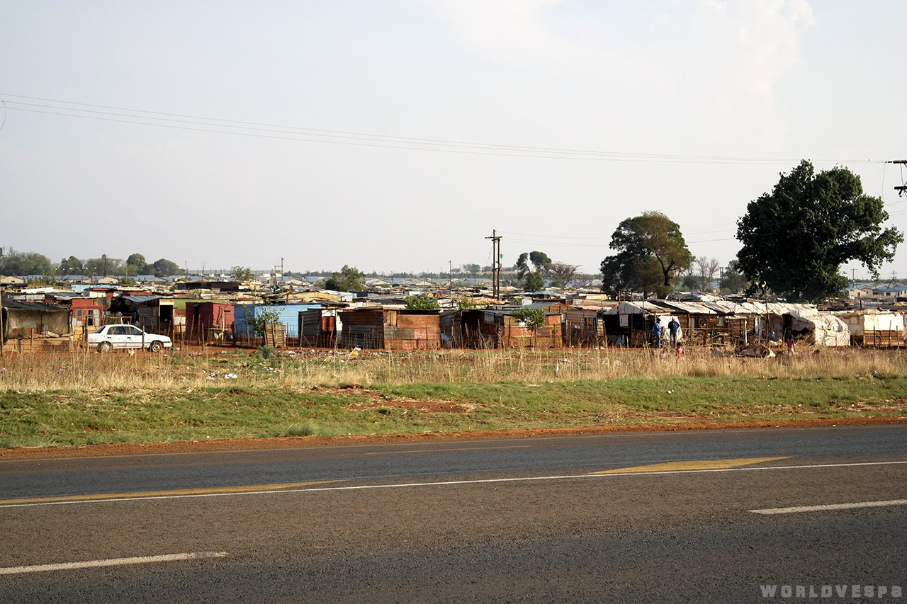 South Africa is a developed country as you can see. Fuck this kind of development! / Η Ν.Α. είναι ένα ανεπτυγμένο κράτος όπως μπορείτε να δείτε. Να τη βράσω τέτοια ανάπτυξη!
